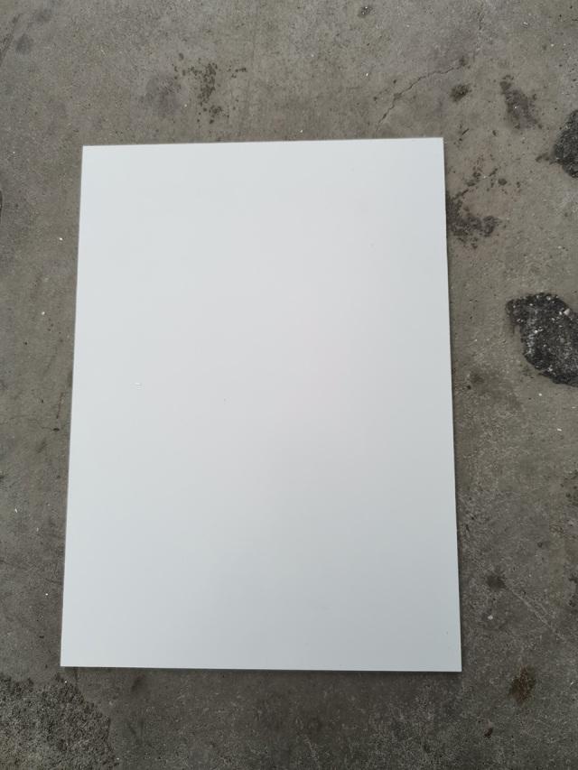 白色滚涂锥心三维瓦楞复合板正面涂层