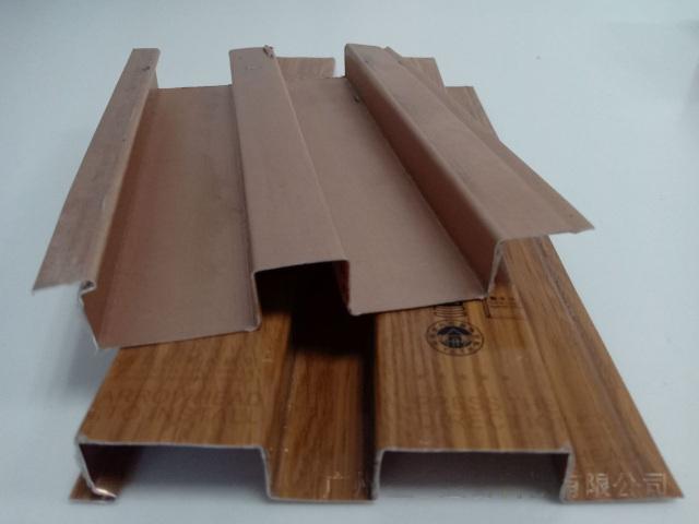 滚涂木纹色冷拉辊压成型长城铝板
