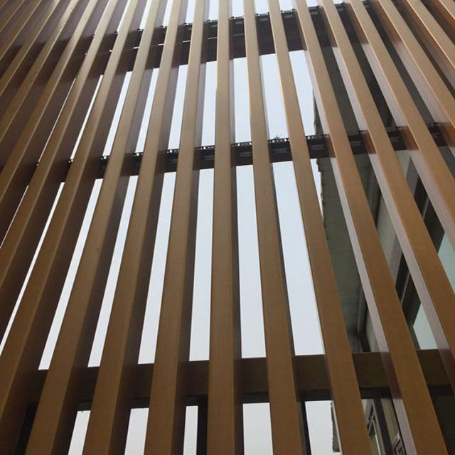 金色U形铝方通做立式铝格栅