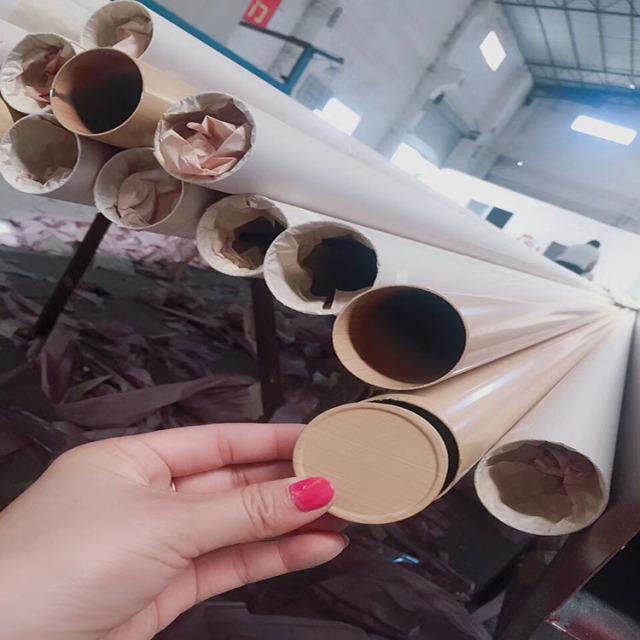 木纹色铝圆管和圆形封头盖子