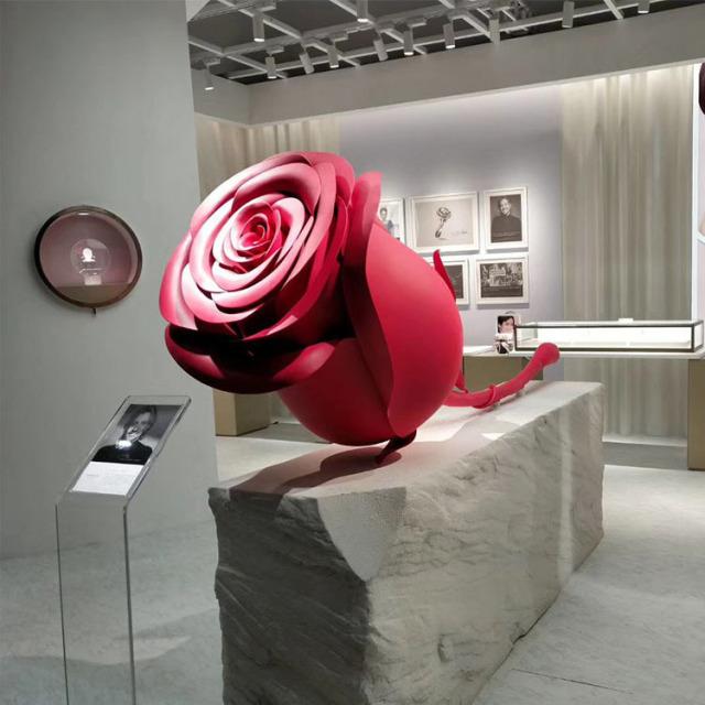 红色氟碳喷涂梅花造型双曲铝单板工艺品