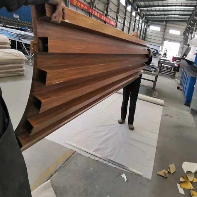 圆形包柱扣装铝方管波浪造型木纹铝单板