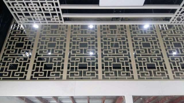 木纹色铝合金窗花隔断