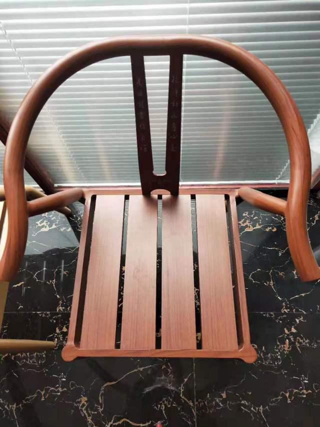 铝单板和铝型材组装椅子