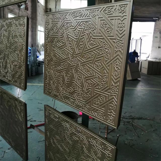 800*800金色氟碳浮雕铝单板