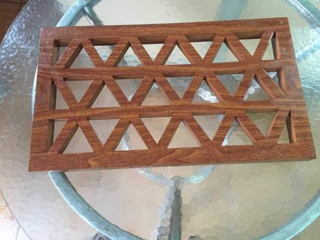 组合三角形孔木纹铝窗花