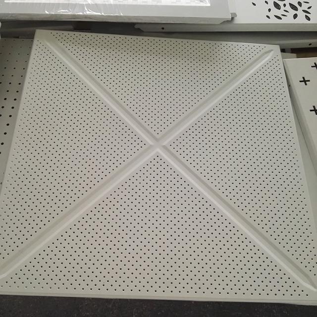 交叉压纹对角冲孔铝扣板