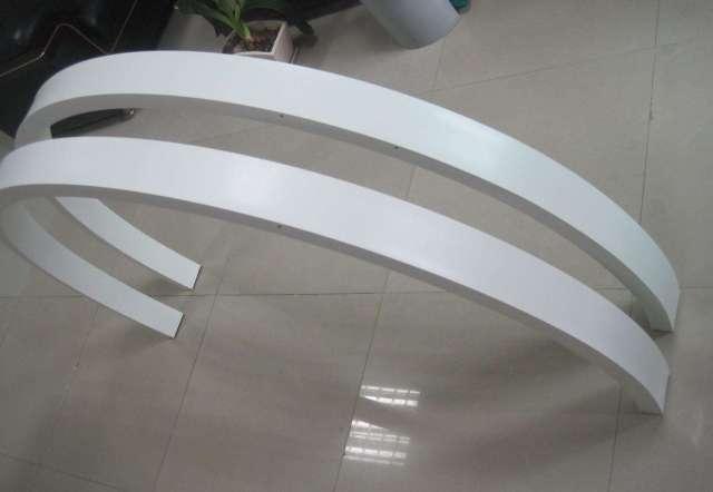 白色半圆形拉弯铝型材
