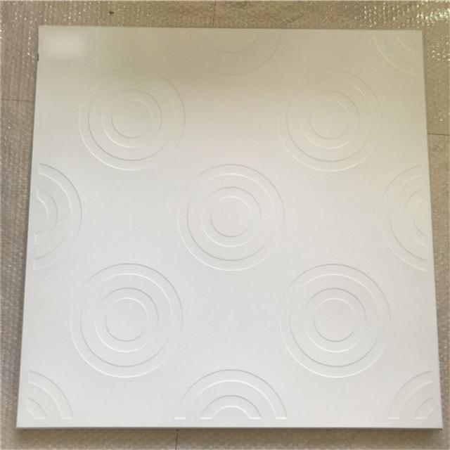 白色圆形压纹铝扣板