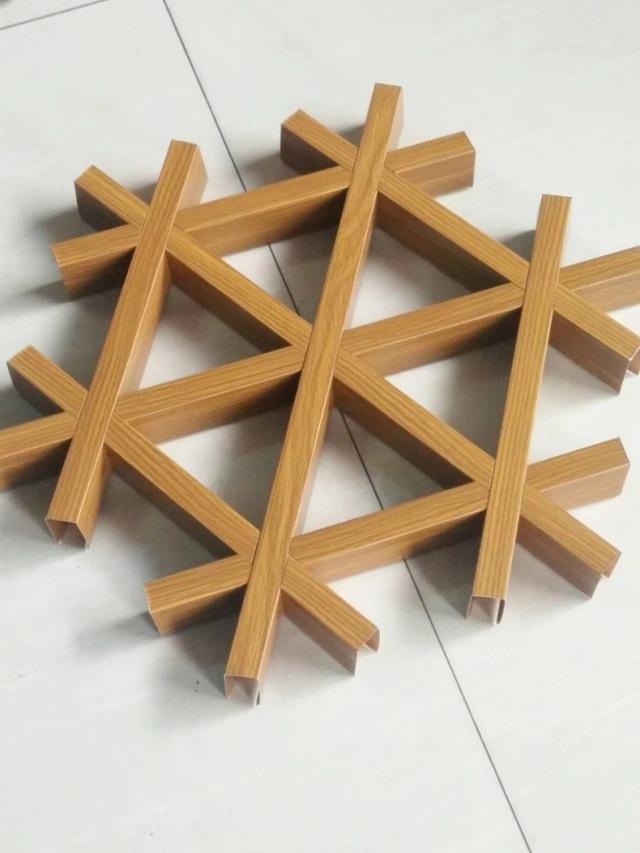 木纹色六角形铝格栅