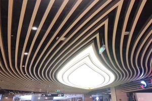 商城弧形木纹铝方通拼叶子造型