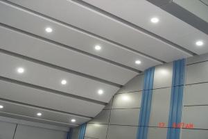 楼梯过道造型铝板吊顶