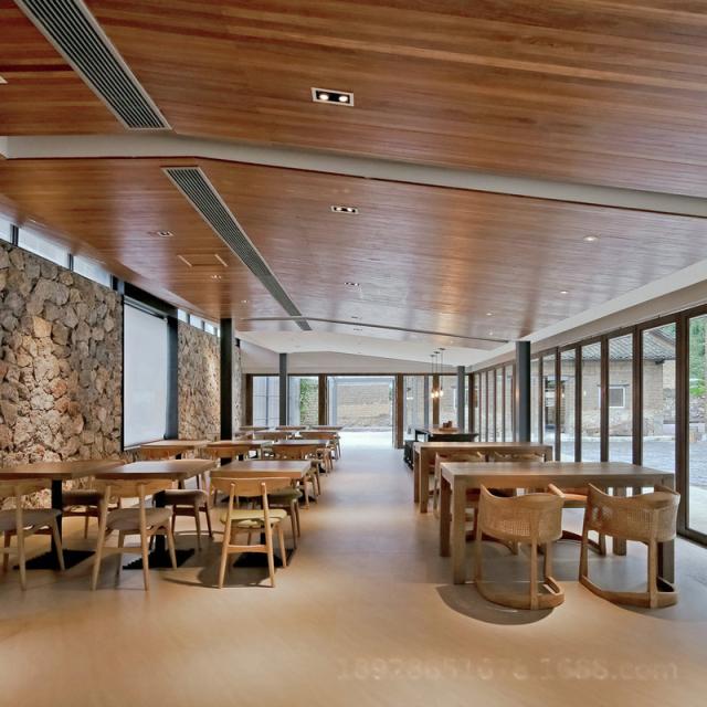 餐馆木纹色吊顶铝条扣