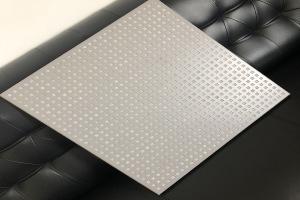 冲方形孔的跌级铝扣板