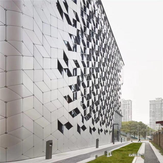 白色菱形外墙铝单板
