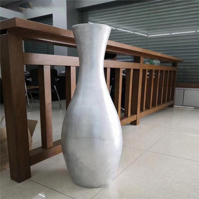 双曲铝合金花瓶