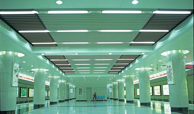 地铁吊顶铝方通