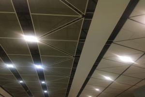 三角形吊顶拉网铝单板