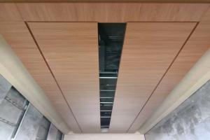 木纹色吊顶铝单板
