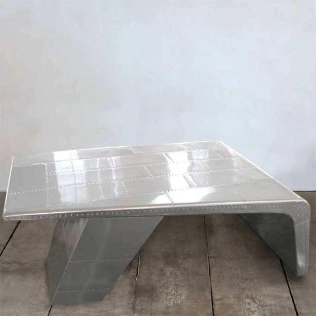 铝单板焊接成的桌子