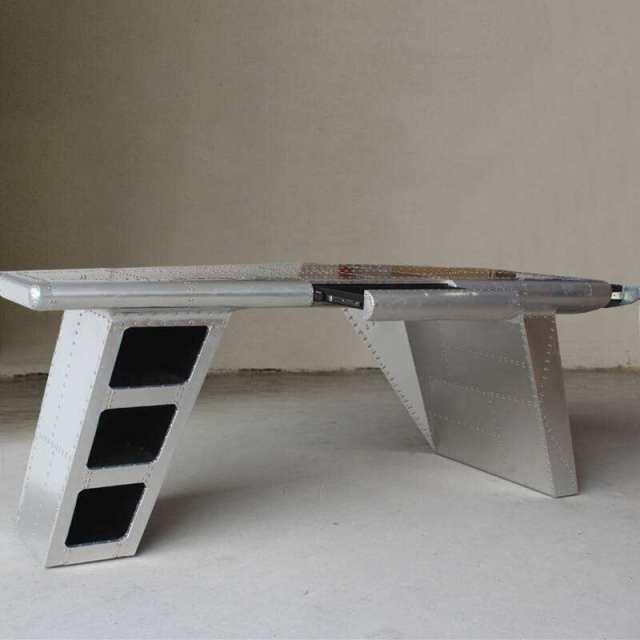 铝单板焊接成的桌子半成品