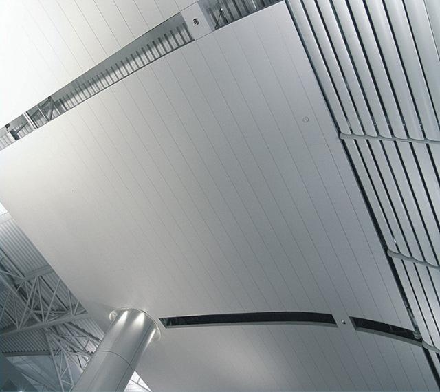 高铁站大厅吊顶防风铝条扣