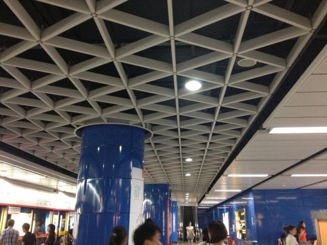 地铁站吊顶三角形铝格栅型材