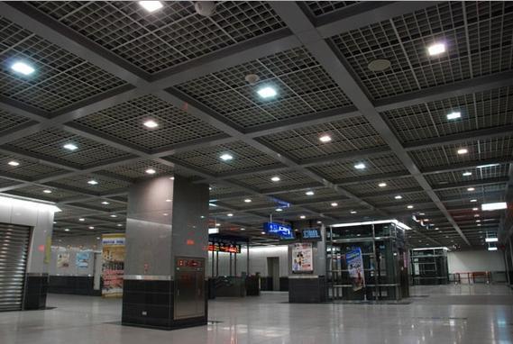 地铁站大厅吊顶铝格栅