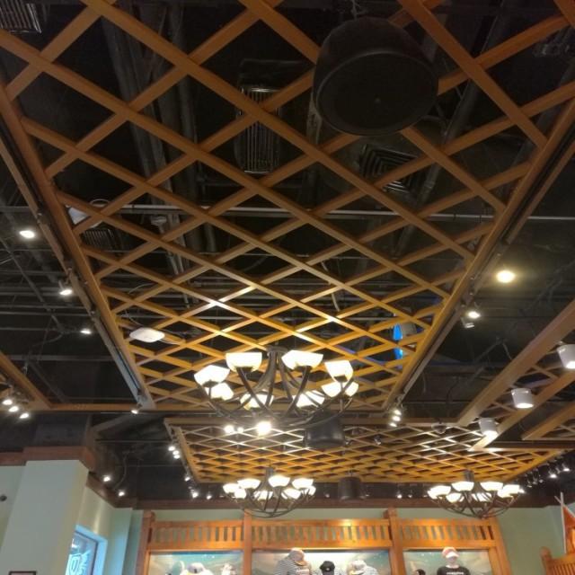木纹色宽底铝格栅葡萄架