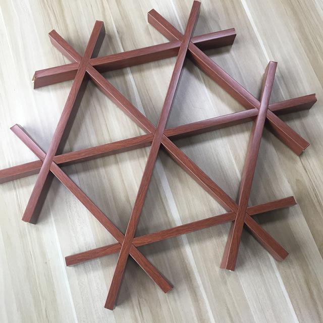 滚涂木纹色三角形铝格栅