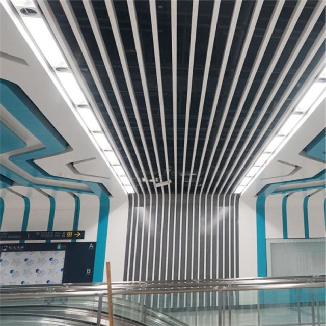 地铁站电梯出口100*30规格吊顶铝方通