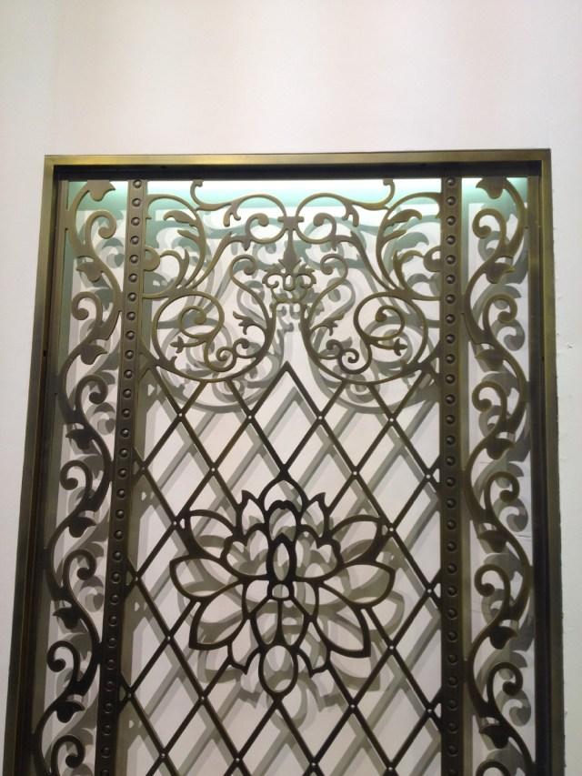 古铜色镂空雕刻铝单板