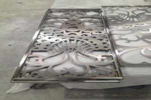 镂空雕花装嵌铝方管边框铝花格