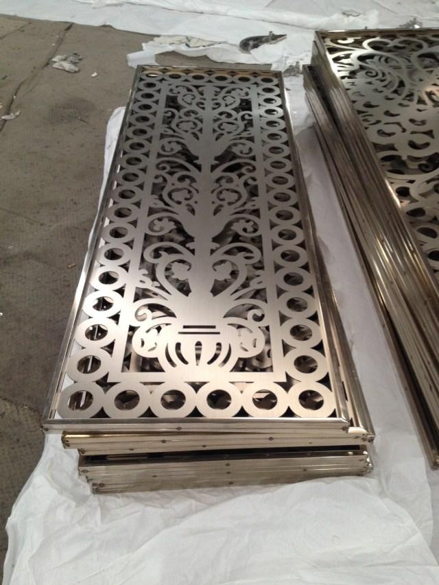 中间镂空铝板和铝方管边框组合雕刻铝窗花