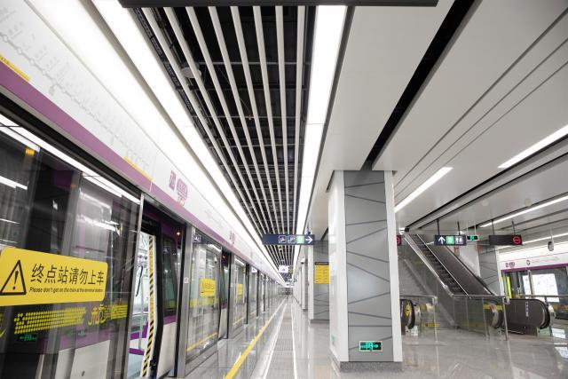 杭州地铁七号线青六中路站台吊顶铝圆管