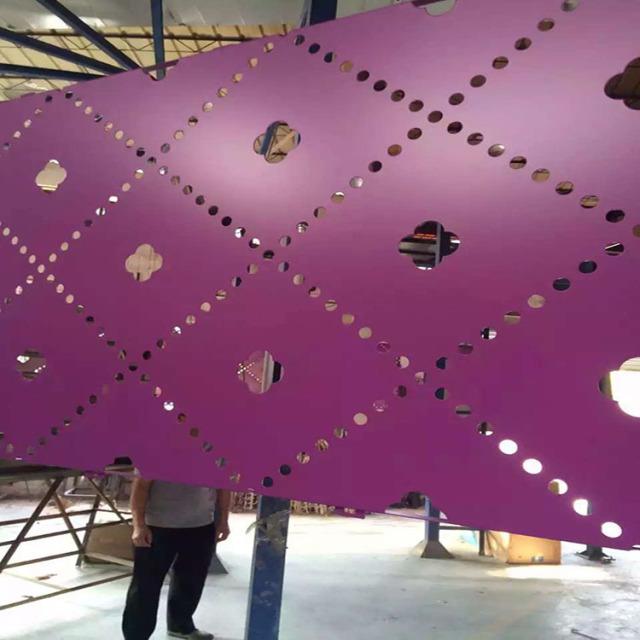 紫红色氟碳烤漆冲孔铝单板