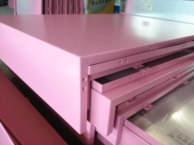 粉红色烤漆铝单板