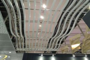 白色波浪形吊顶铝方通