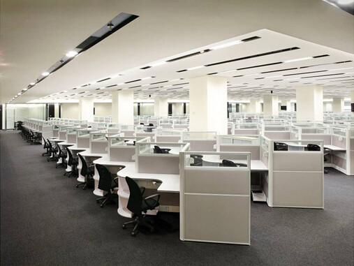 峥嵘大厦商务楼装修工程办公区装铝条扣