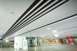 地铁专用吊顶系统-铝方通和铝单板混合安装