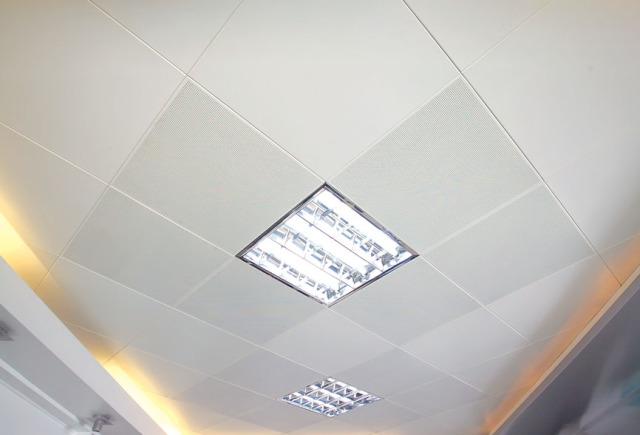 办公室铝扣板冲孔与平面混装