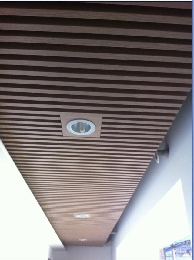 走廊木纹铝方通吊顶