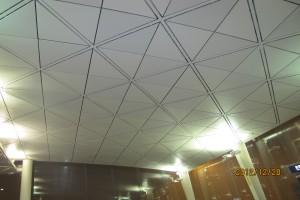 三角形铝单板吊顶对角安装