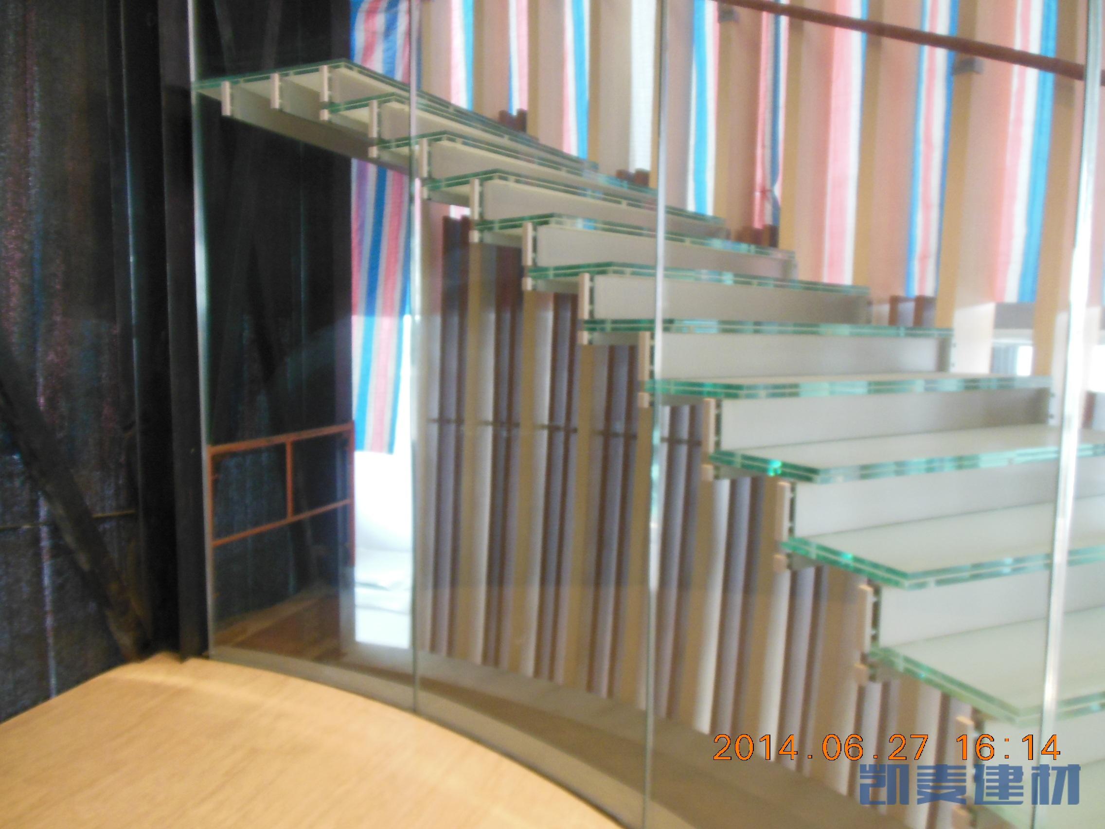玻璃楼梯安装细节