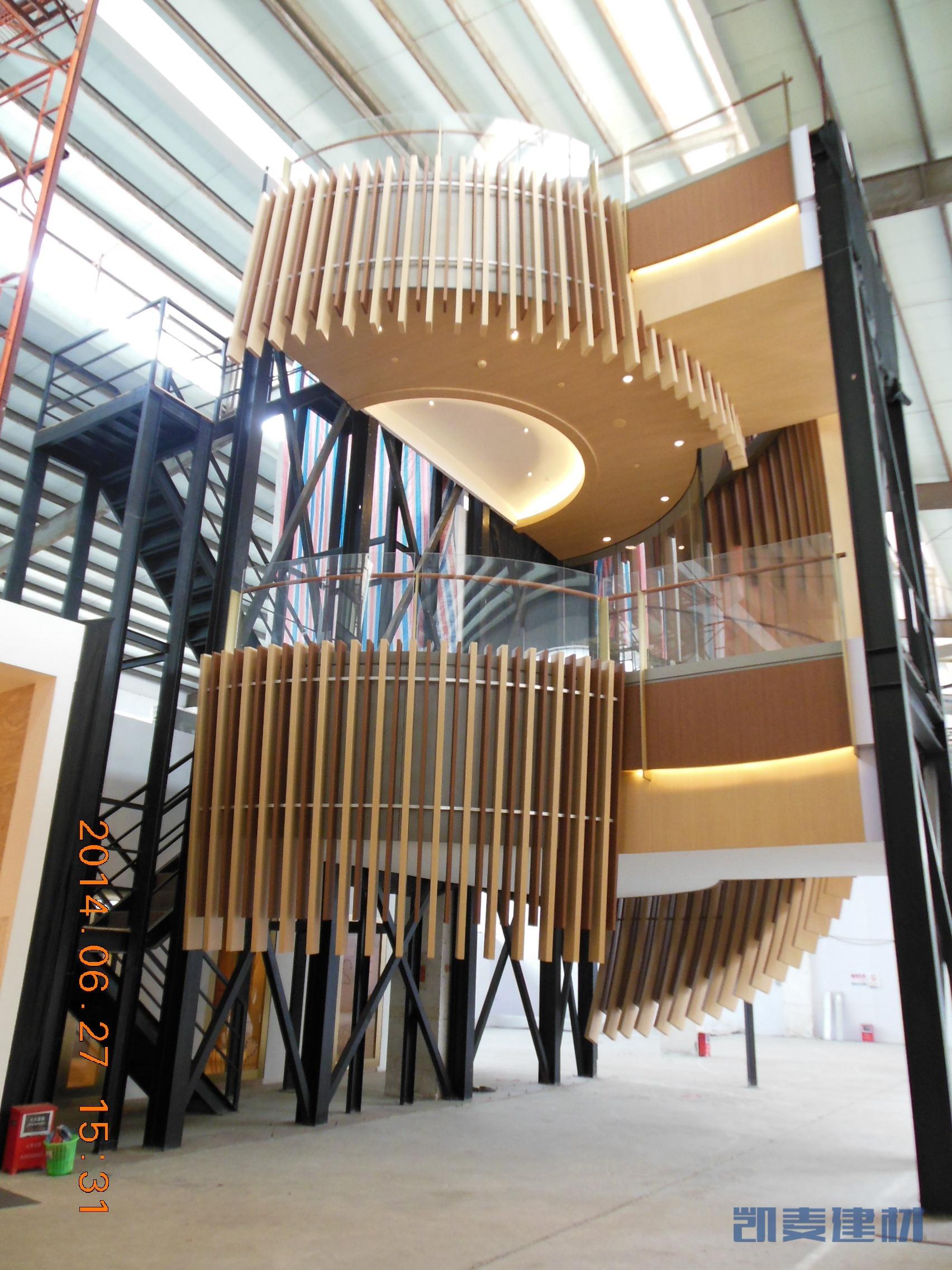 弧形造型铝方通围绕楼梯造型