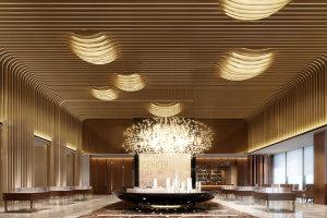 高档私人会所酒窖安装墙面吊顶一体化波浪造型铝方通