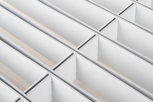 白色长方形间隔铝格栅俯视图
