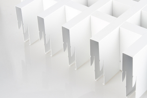 白色宽底铝格栅侧面图