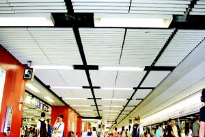 地铁站型材铝圆管安装完成图