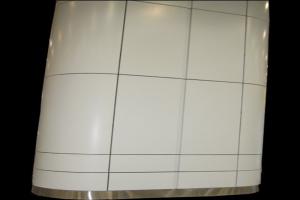 白色椭圆包柱铝单板